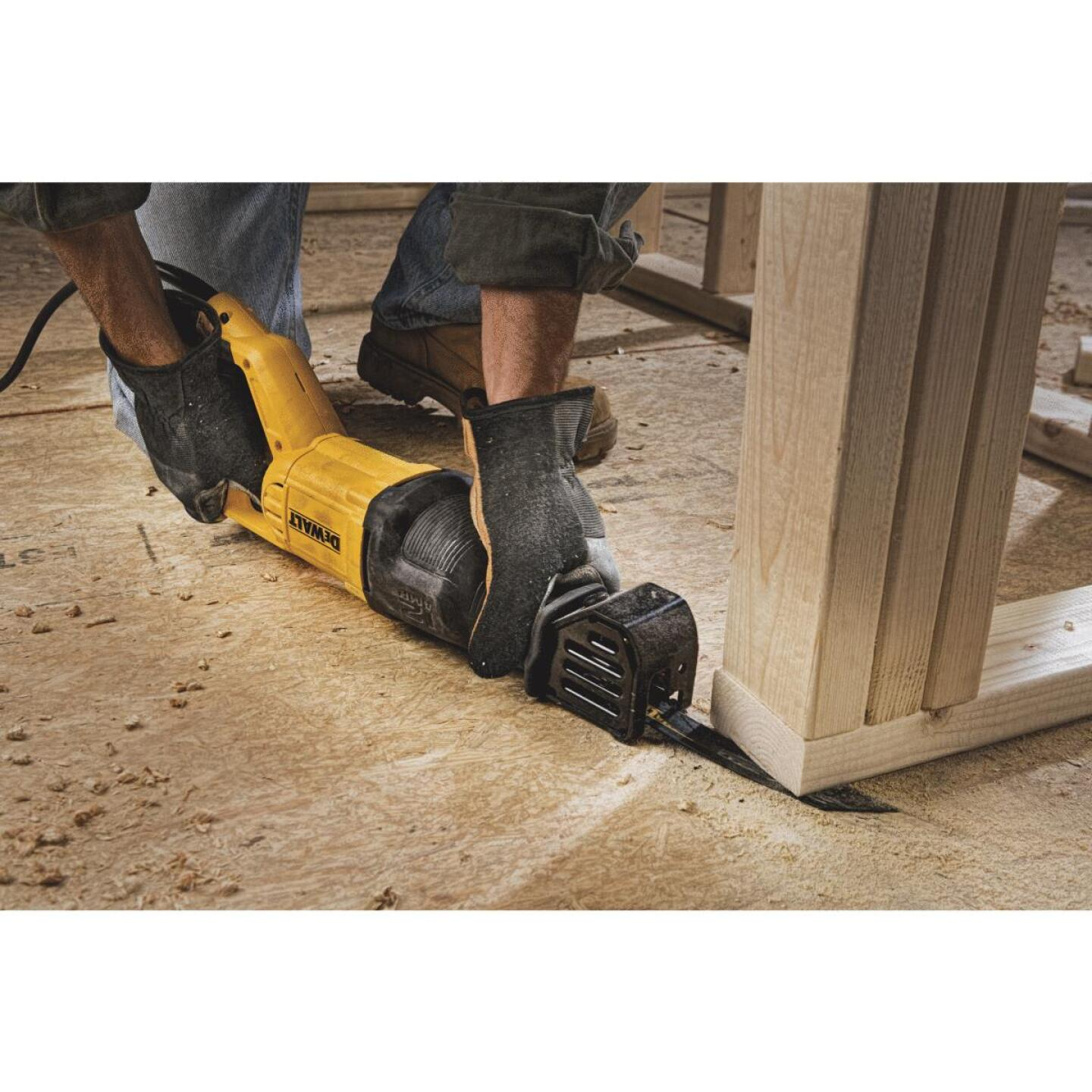DeWalt 12-Amp Reciprocating Saw Image 5